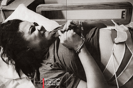Life in a Russian Women's prison de Jane Evelyn Atwood en couverture de The Independent Magazine