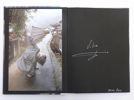 Livre avec photo nº1 de l'édition spéciale de Japan Coast, par Silva Bingaz, publié par André Frère Éditions, édition spéciale en vente exclusive sur notre site.