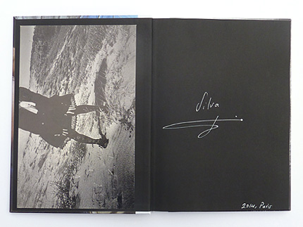 Livre avec photo nº2 de l'édition spéciale de Japan Coast, par Silva Bingaz, publié par André Frère Éditions, édition spéciale en vente exclusive sur notre site.