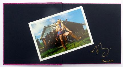 Livre avec photo nº1 de l'édition spéciale de Legends the living art of risqué, par Marie Baronnet, publié par André Frère Éditions, édition spéciale en vente exclusive sur notre site.