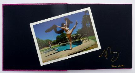 Livre avec photo nº2 de l'édition spéciale de Legends the living art of risqué, par Marie Baronnet, publié par André Frère Éditions, édition spéciale en vente exclusive sur notre site.