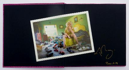 Livre avec photo nº4 de l'édition spéciale de Legends the living art of risqué, par Marie Baronnet, publié par André Frère Éditions, édition spéciale en vente exclusive sur notre site.